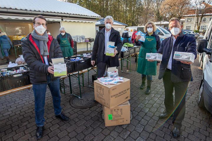 Unternehmerverband Wirtschaftsförderung Landkreis Starnberg und Elektro Saegmüller spenden FFP2 Masken für Bedürftige