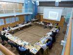 01 - Blick in den gr. Sitzungssaal zur Begrüßung von Landrat Karl Roth