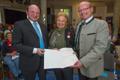 Elfriede Schloter erhält Verdienstmedaille