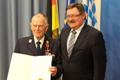 Karl Gfüllner erhält Verdienstkreuz am Bande