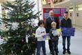 Kinder der Fünfseen-Schule gestalten Weihnachts- und Silvesterkarten des Landrats