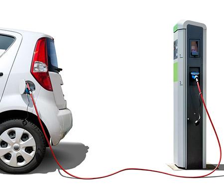 E-Tankstelle mit Auto