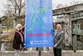 Fahnenaktion gegen Gewalt an Frauen