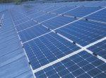 Das mit Fotovoltaik-Aggregaten bestückte Dach des Landratsamtes Starnberg